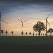 Bir güneş santrali nasıl elektrik üretir ve ana ekipmanları nelerdir?